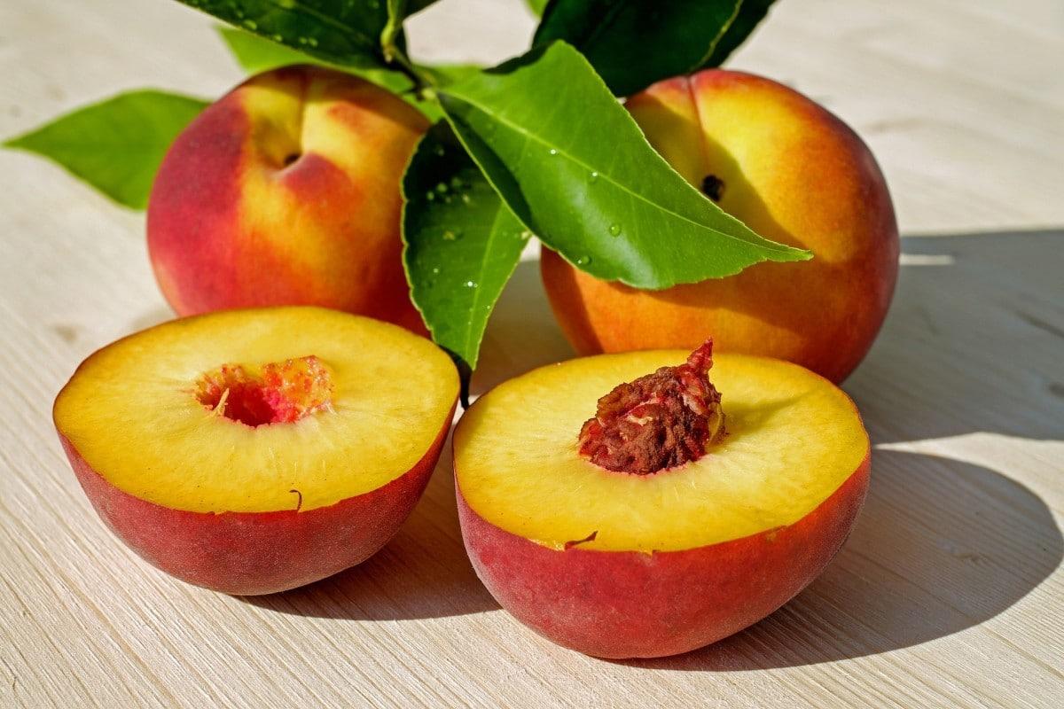 peach-2573836_1920